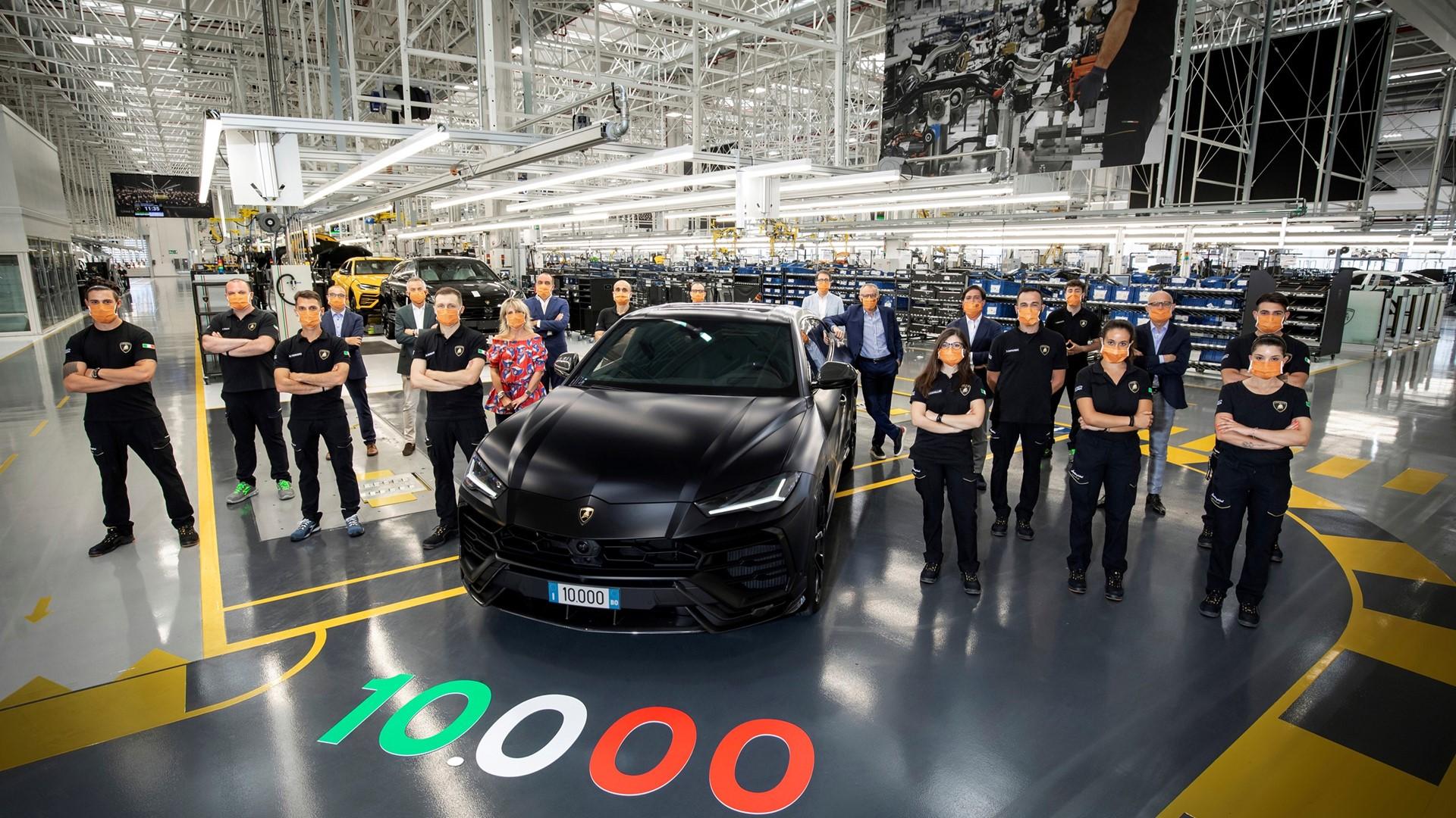 New production record: Automobili Lamborghini celebrates the 10,000th Urus - Image 3