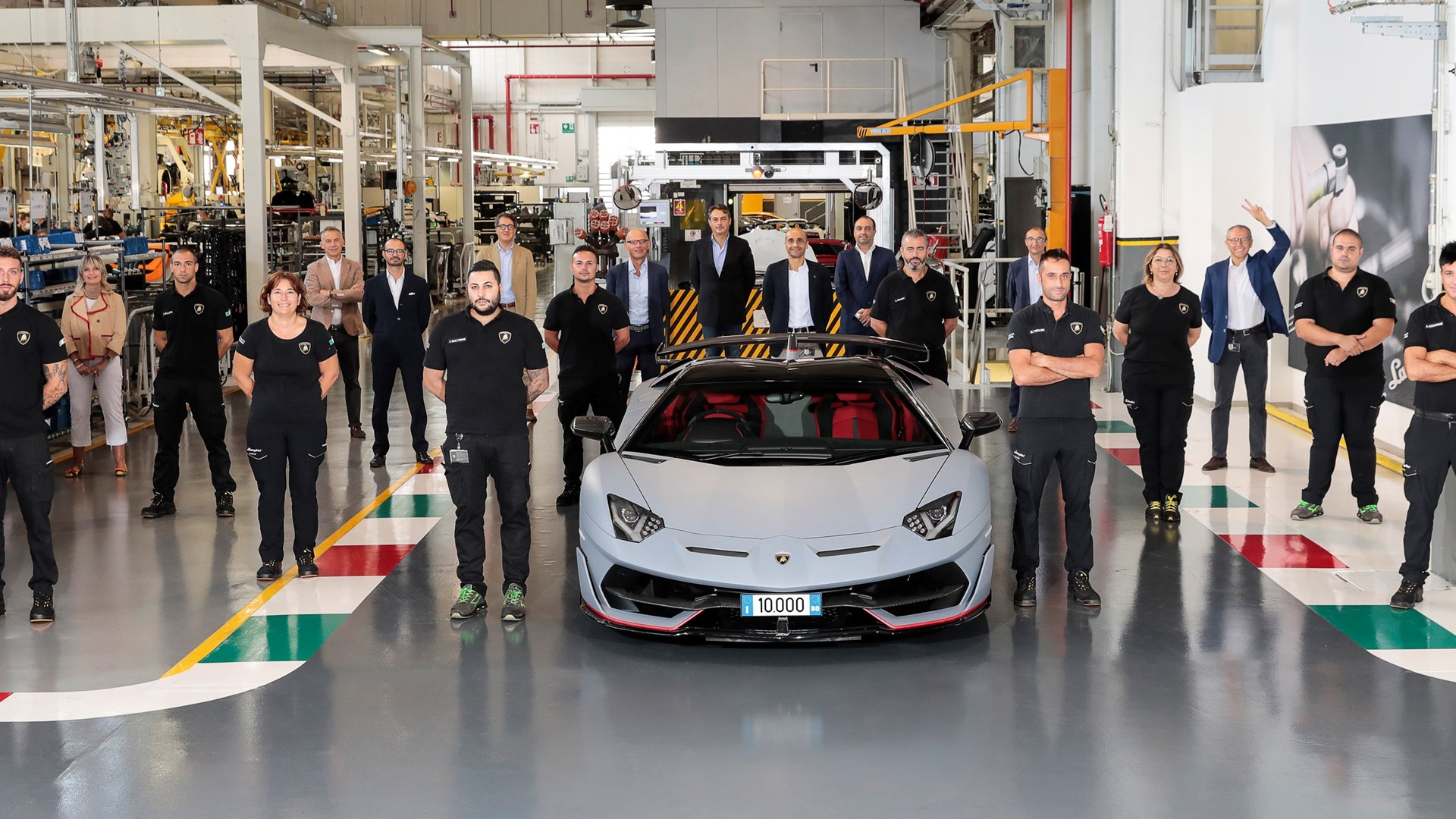 New production record: Automobili Lamborghini celebrates the 10,000th Aventador - Image 7