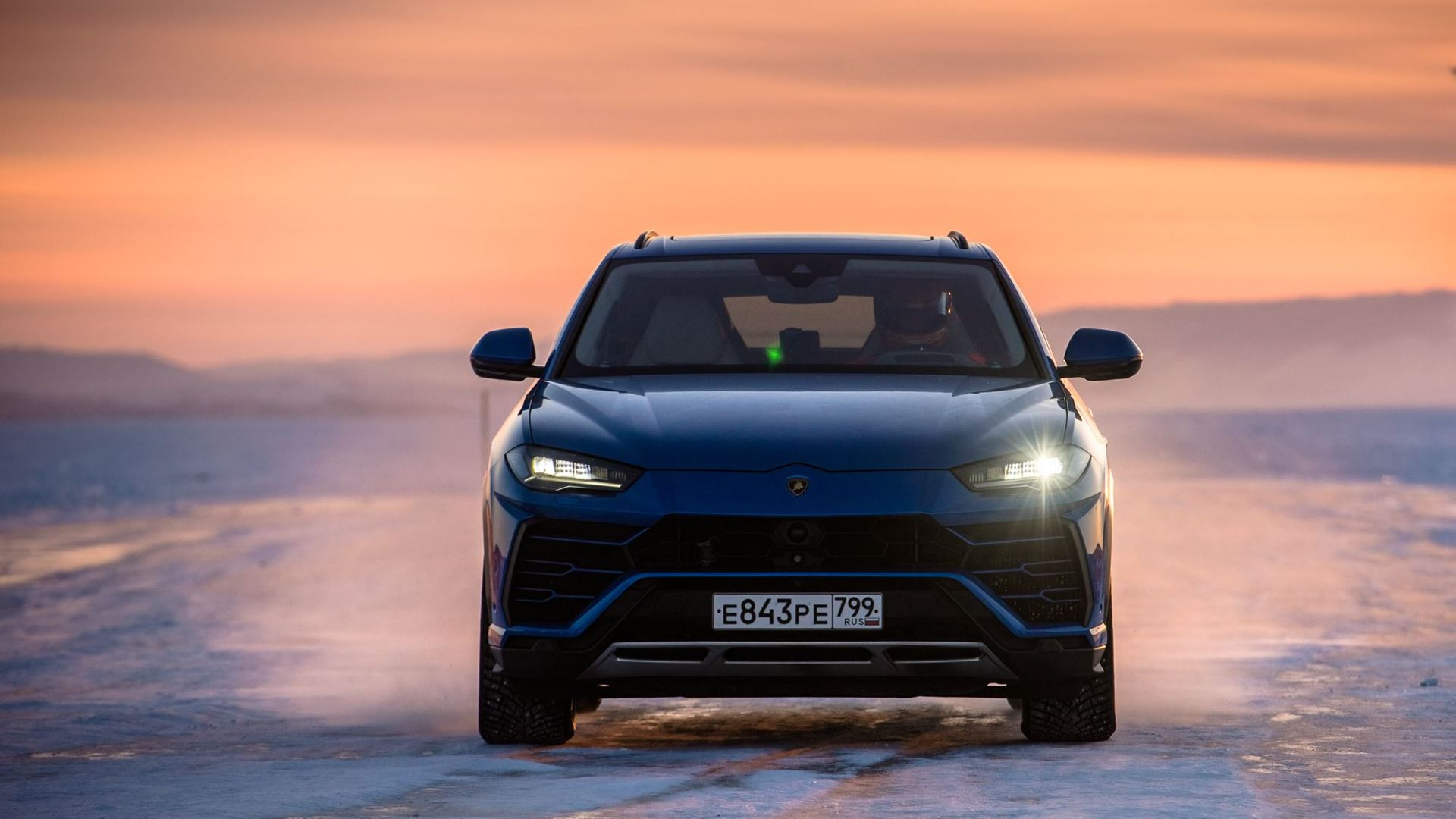 Lamborghini Urus sets high-speed record on the ice of Lake Baikal - Image 4