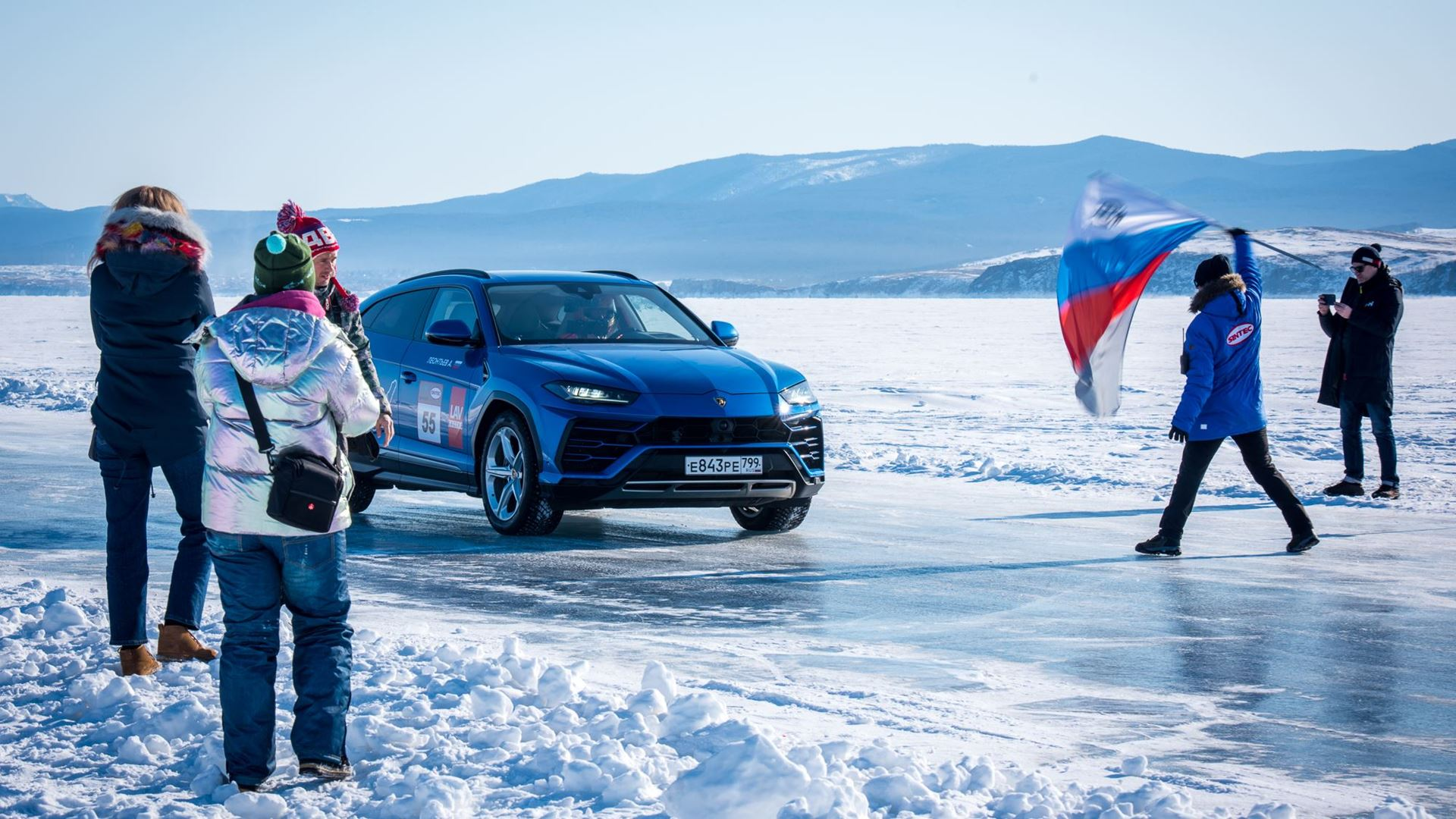 Lamborghini Urus sets high-speed record on the ice of Lake Baikal - Image 3