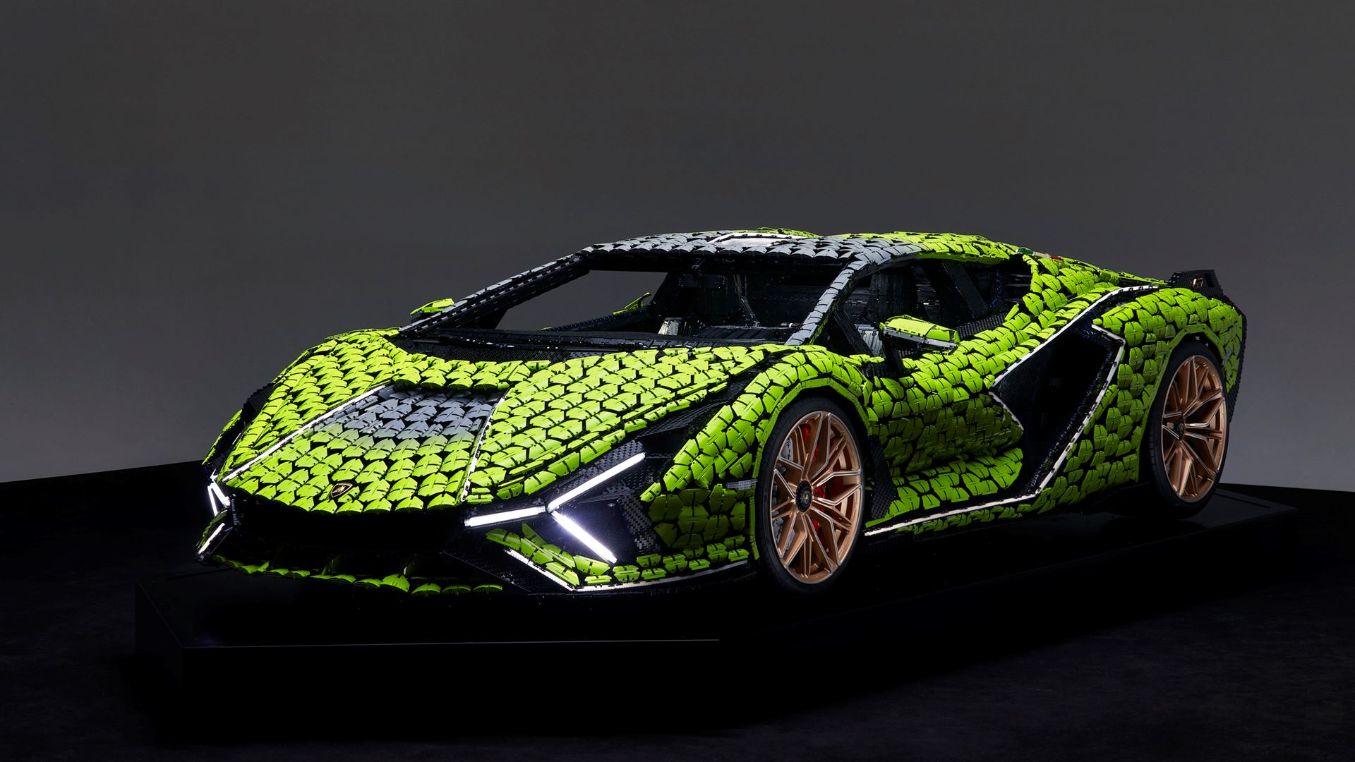 Automobili Lamborghini builds dream cars, also with LEGO® Technic™ - Life-size Lamborghini Sián FKP 37 created from over 400,000 LEGO® elements - Image 5