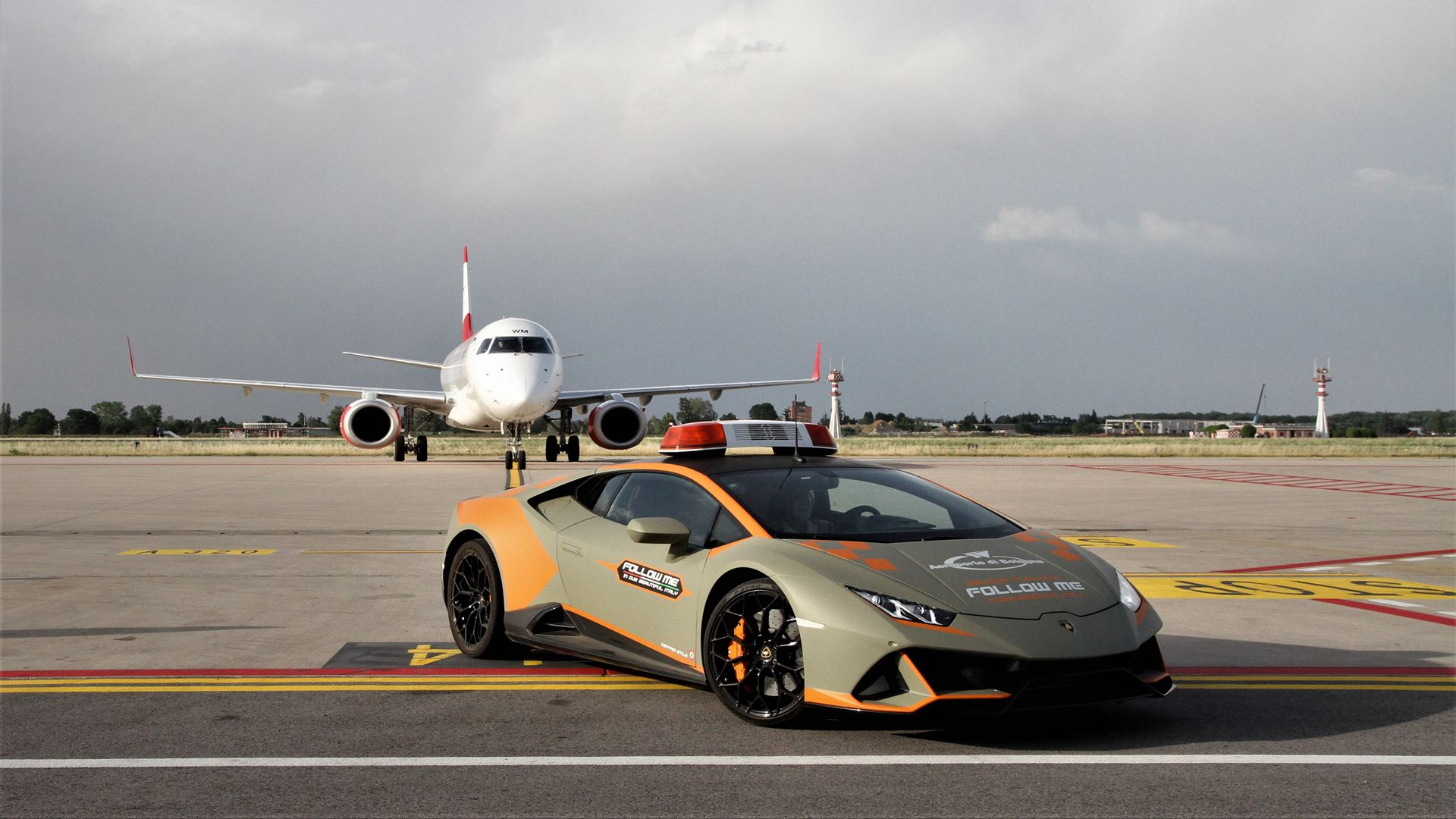 A new Lamborghini Huracán EVO follow-me car for Bologna Airport - Image 4
