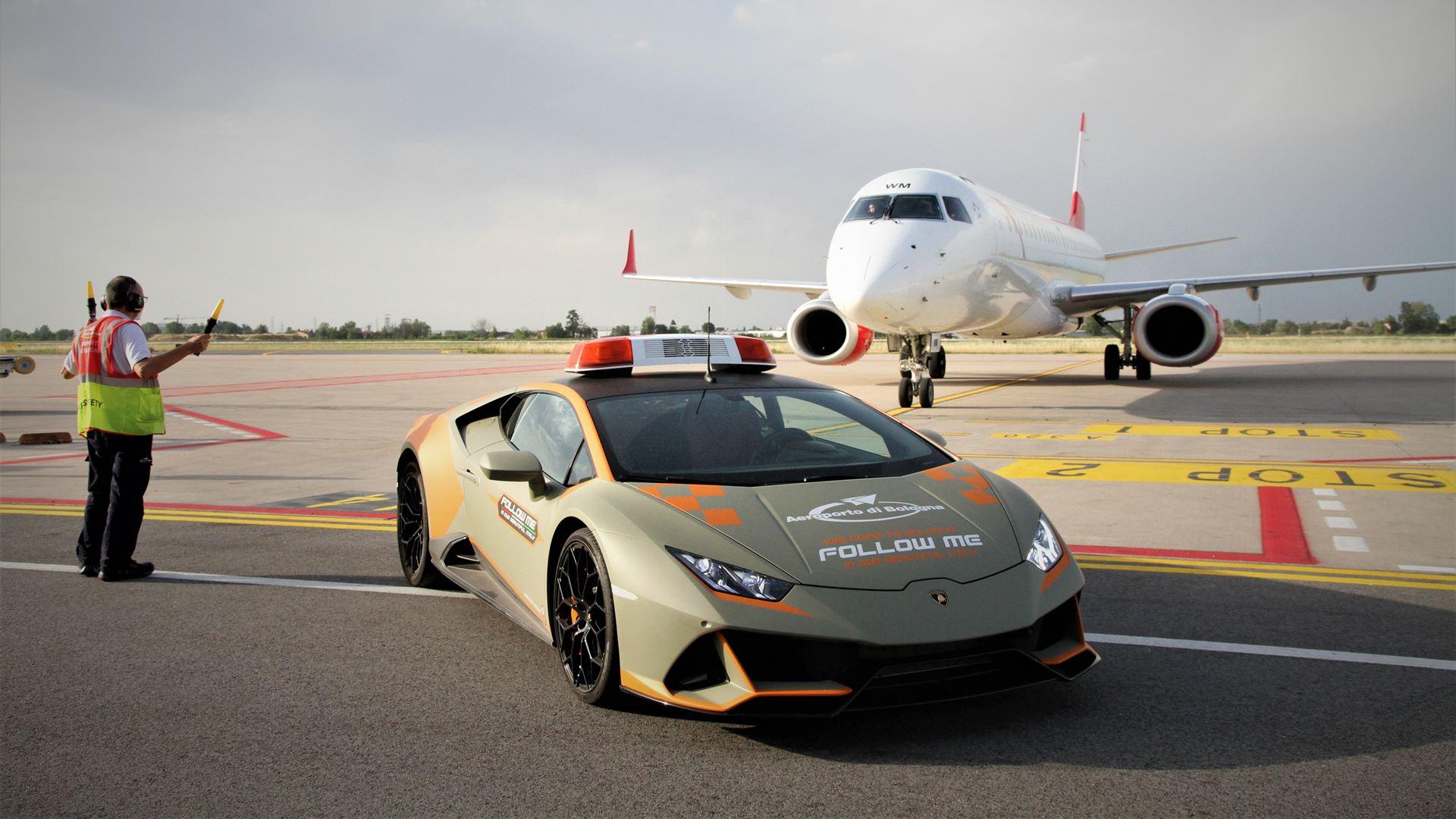 A new Lamborghini Huracán EVO follow-me car for Bologna Airport - Image 7