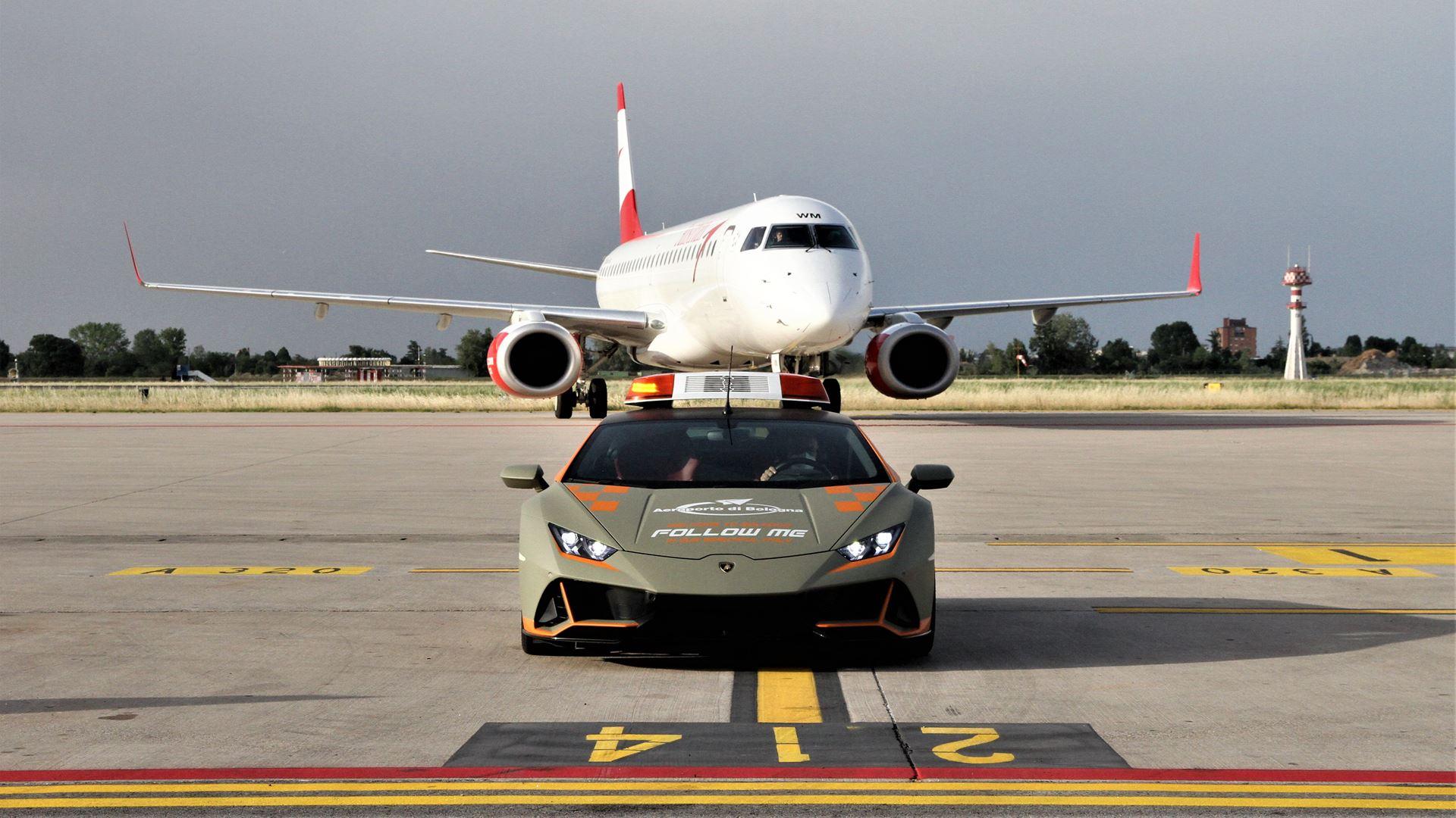 A new Lamborghini Huracán EVO follow-me car for Bologna Airport - Image 6