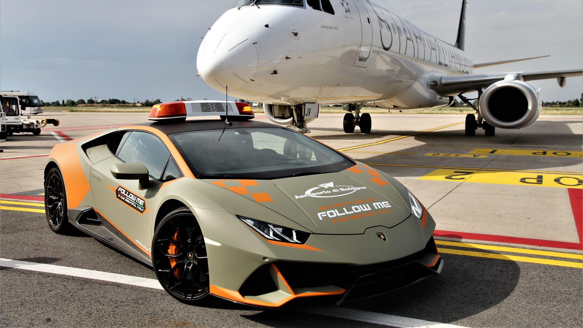 A new Lamborghini Huracán EVO follow-me car for Bologna Airport - Image 8
