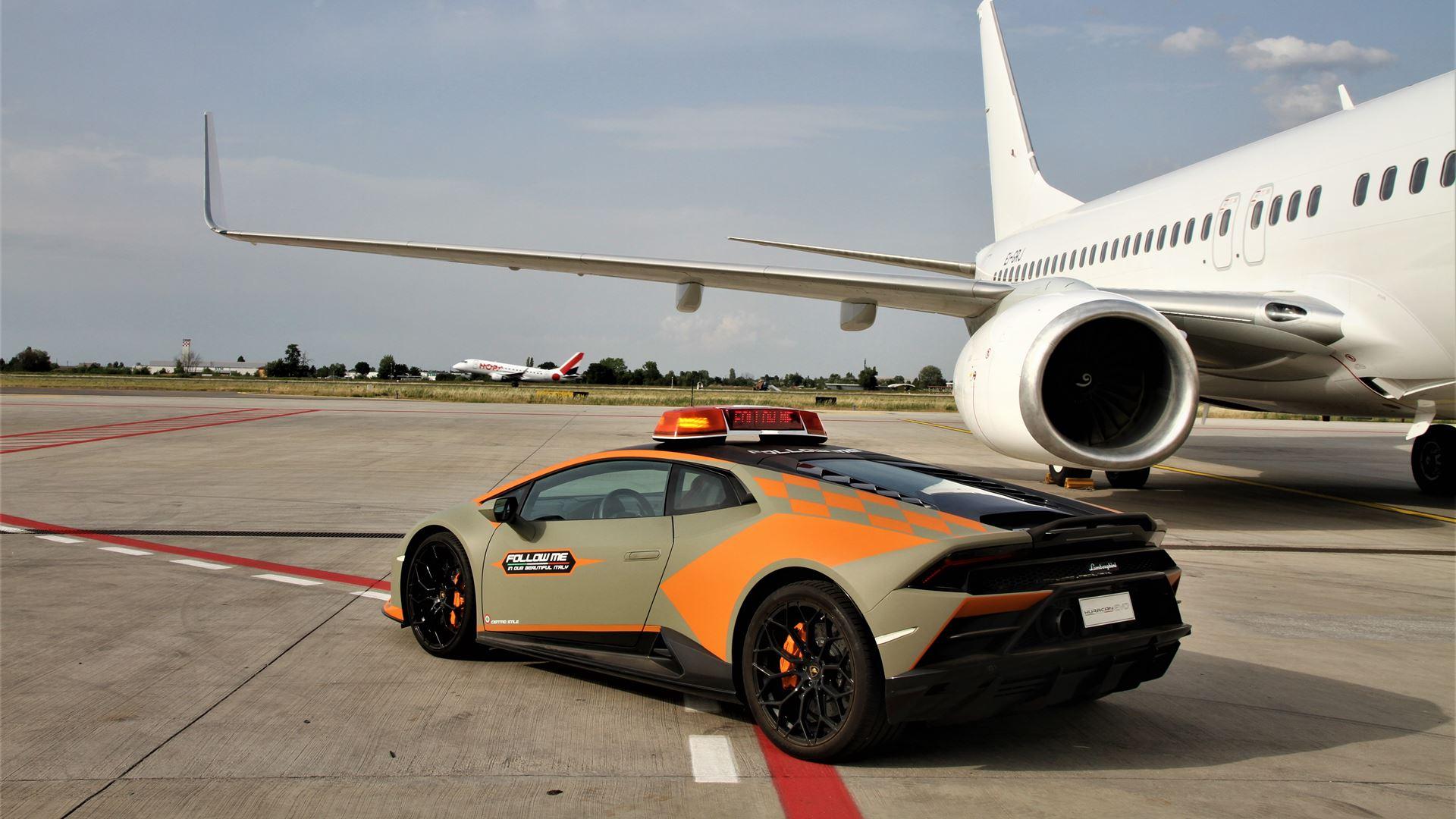 A new Lamborghini Huracán EVO follow-me car for Bologna Airport - Image 5