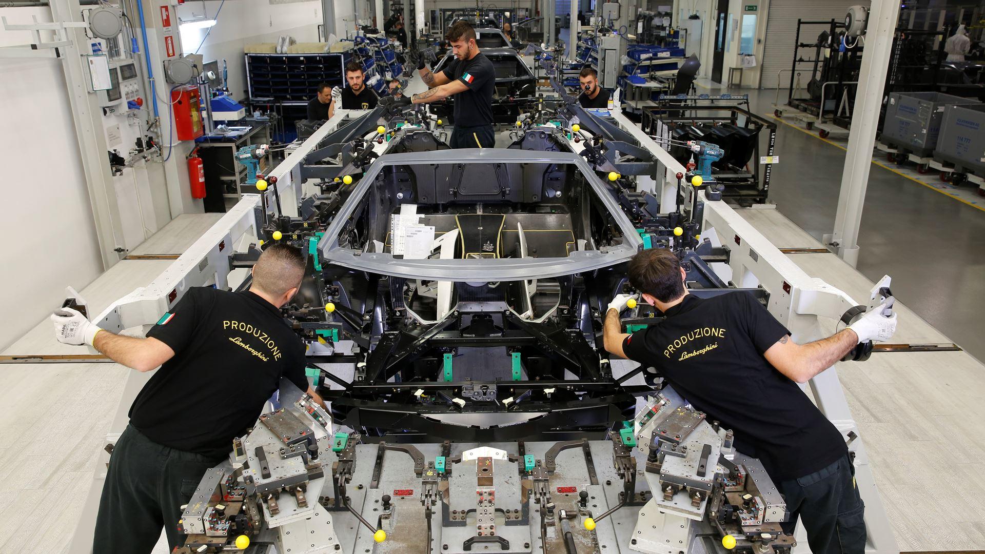 Lamborghini Aventador: 10 innovations in 10 years - Image 4