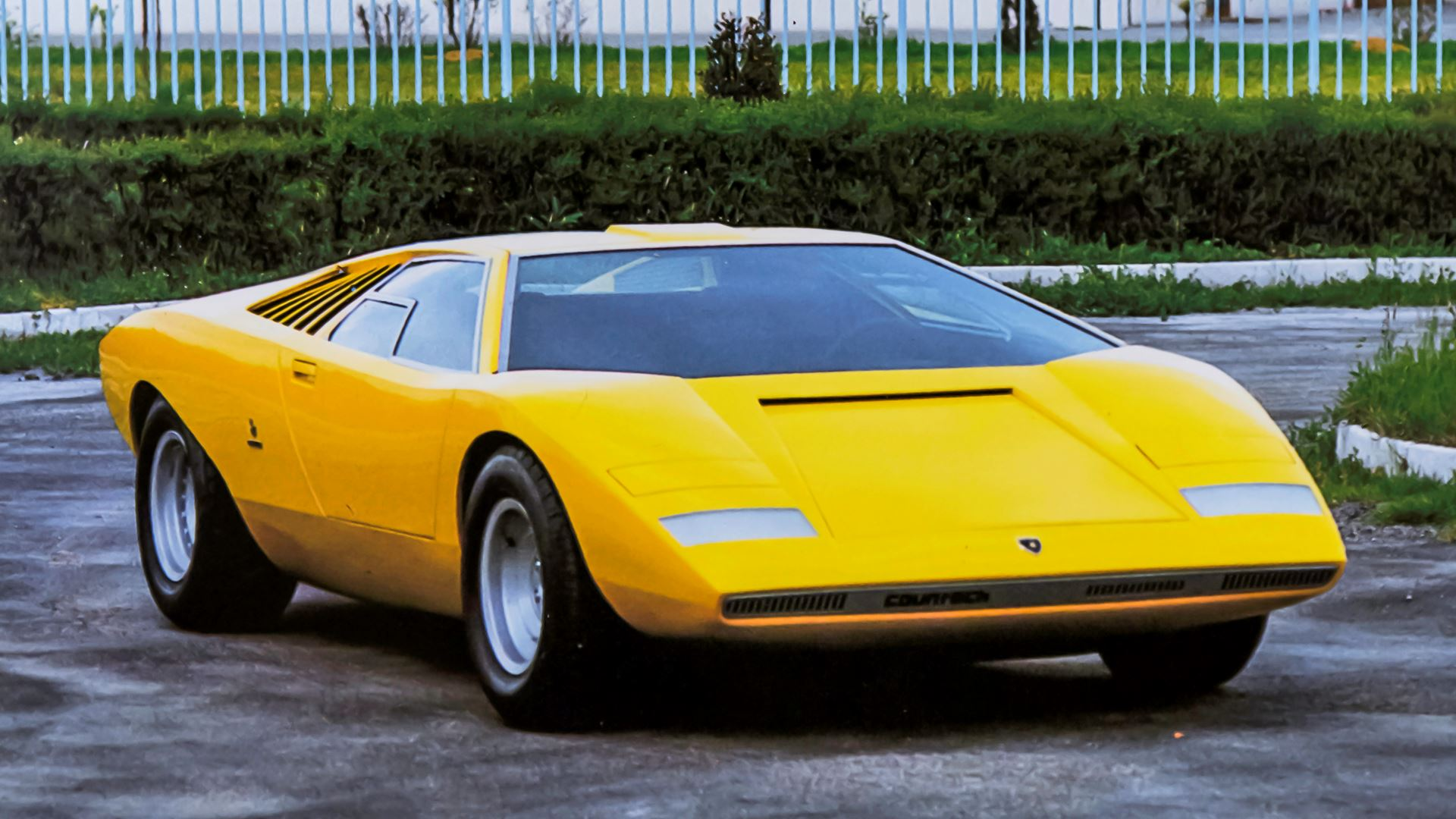 The legacy of the Lamborghini Countach in a video series. From the idea car, the LP 500 of 1971, to five generations spanning seventeen years - Image 4