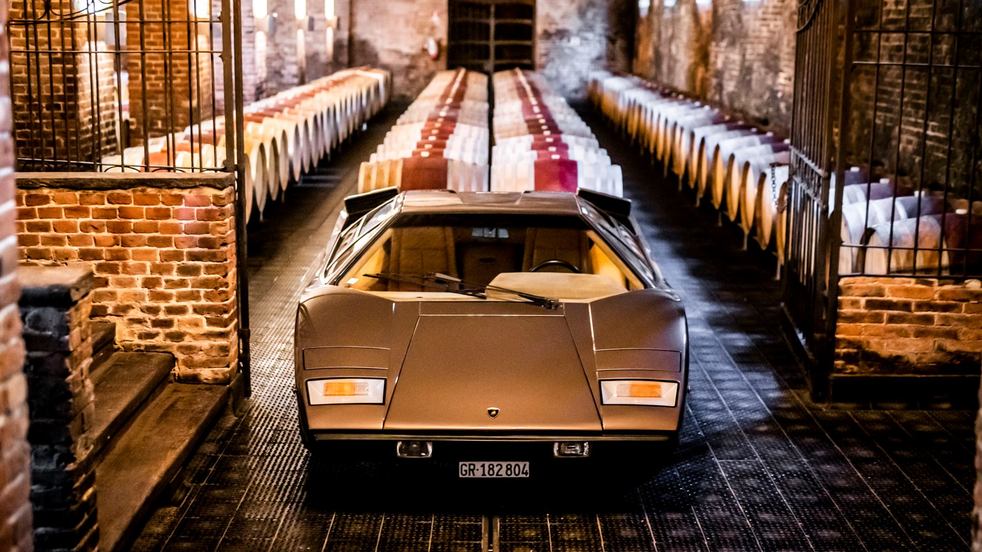 The legacy of the Lamborghini Countach in a video series. From the idea car, the LP 500 of 1971, to five generations spanning seventeen years - Image 3