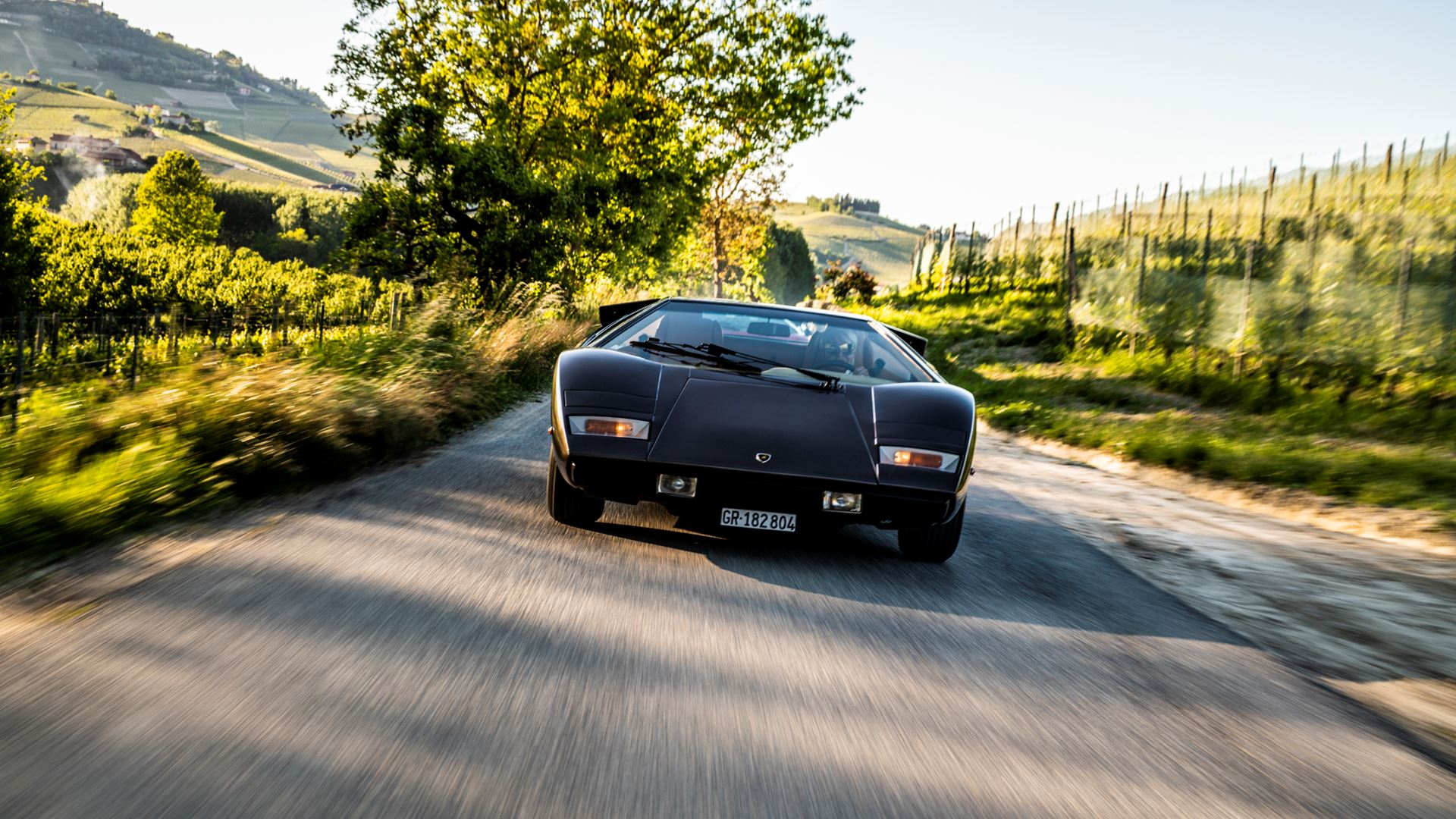 The legacy of the Lamborghini Countach in a video series. From the idea car, the LP 500 of 1971, to five generations spanning seventeen years - Image 2
