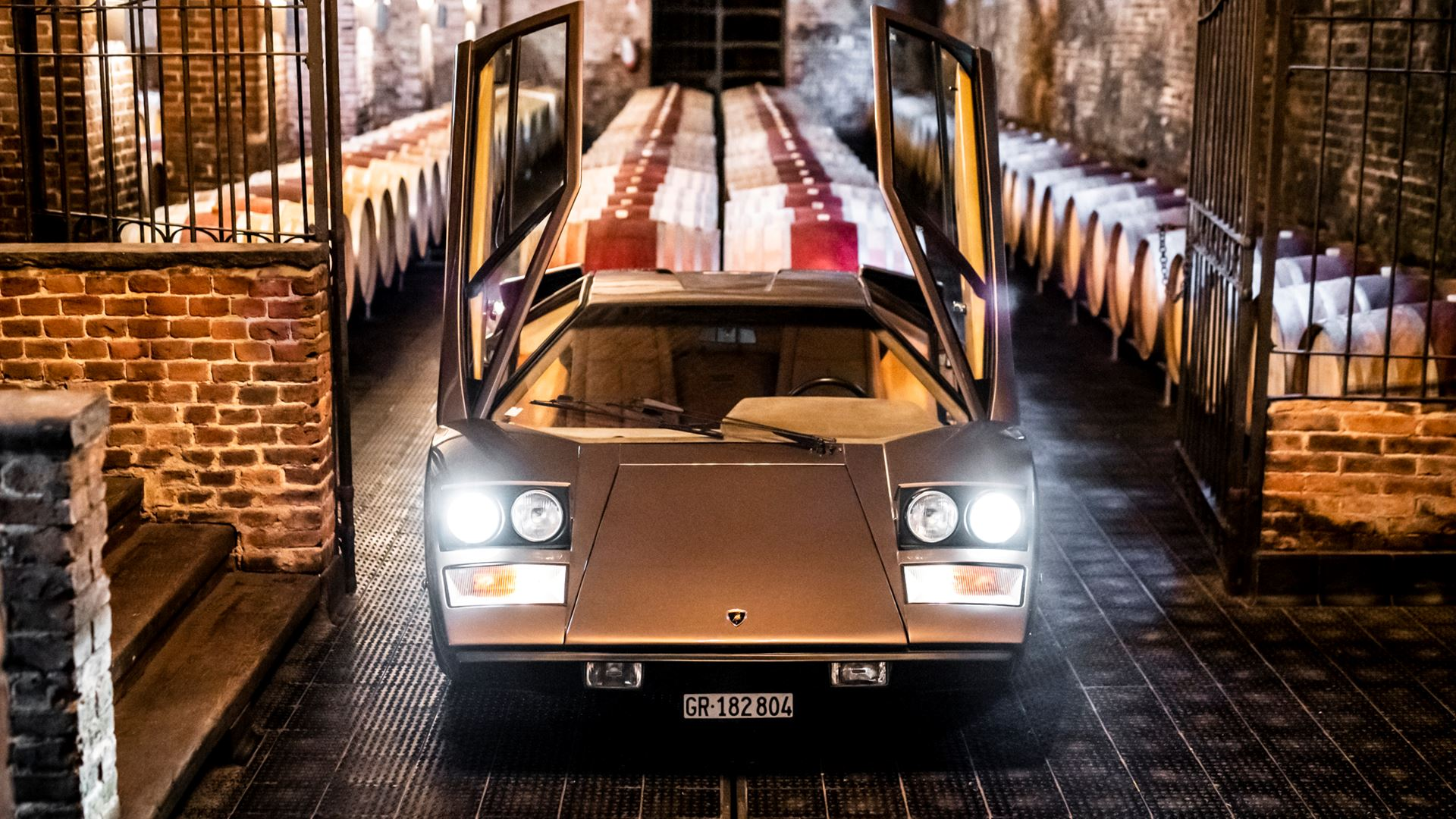 The legacy of the Lamborghini Countach in a video series. From the idea car, the LP 500 of 1971, to five generations spanning seventeen years - Image 1