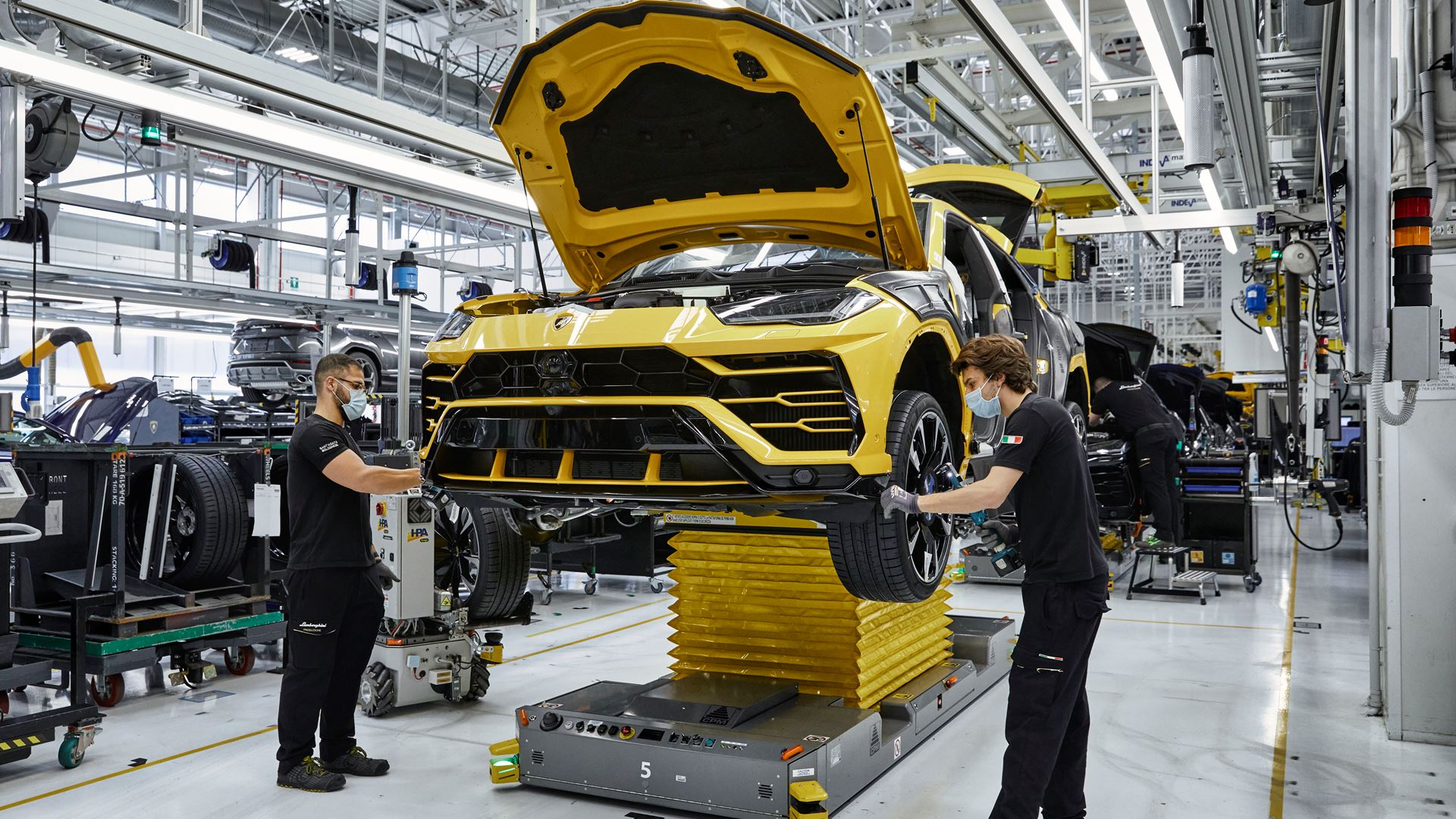 Automobili Lamborghini celebrates the 15,000th Urus - Image 7