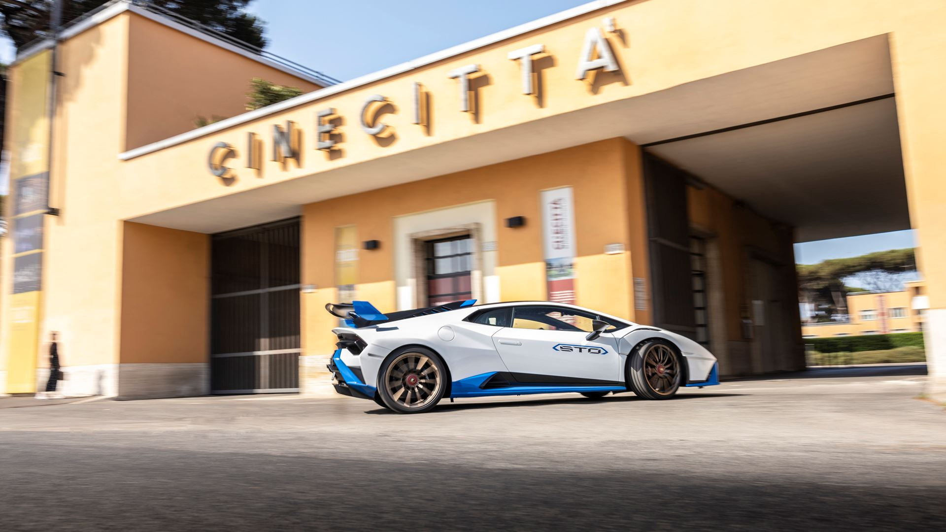 Lamborghini Huracán STO finally unleashed First test-drives in Rome and at the Autodromo Piero Taruffi in Vallelunga - Image 2