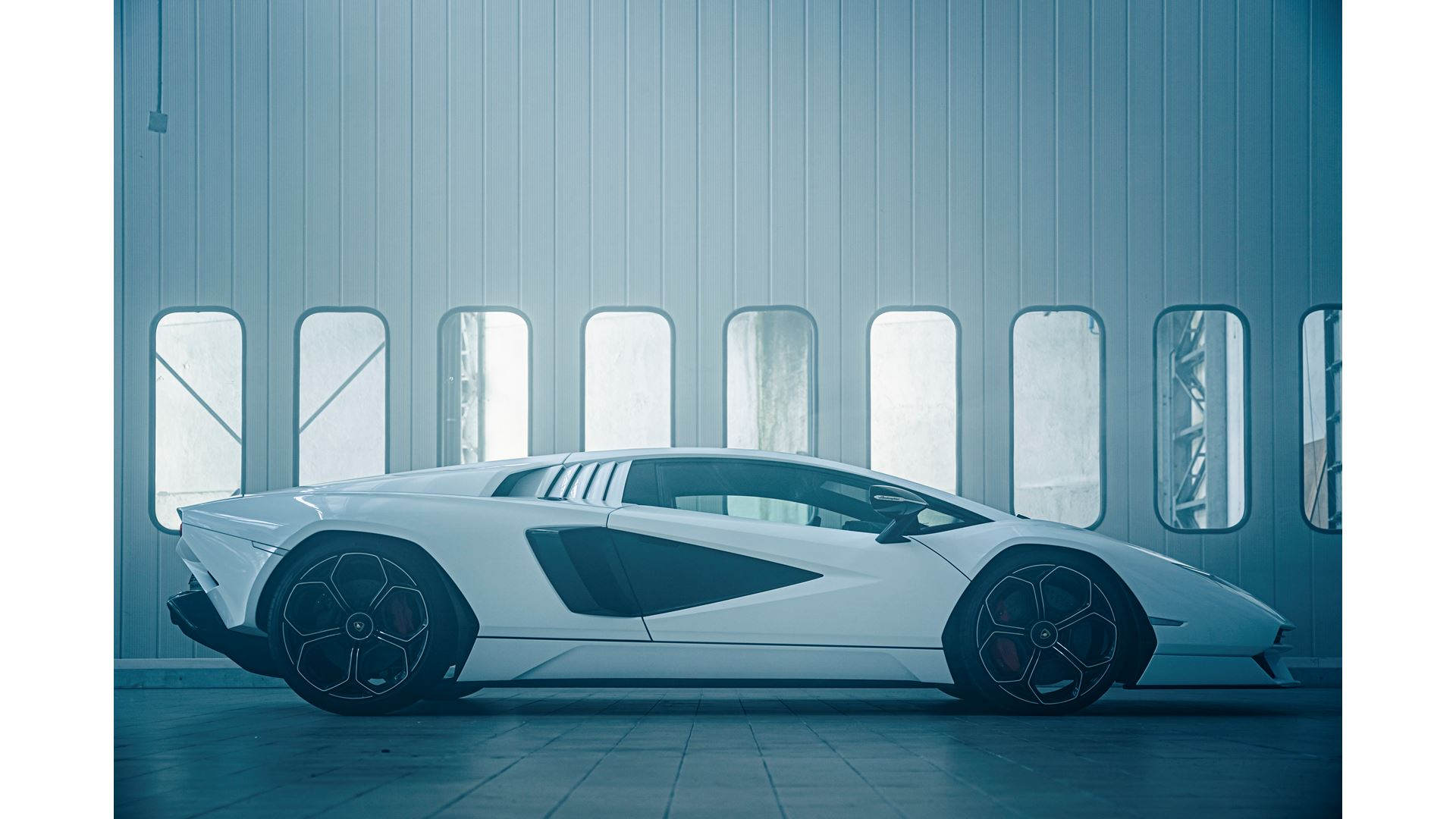 Lamborghini Countach LPI 800-4. A design and technology benchmark for modern super sports cars, reimagined for a new era: Our legacy to the future - Image 2
