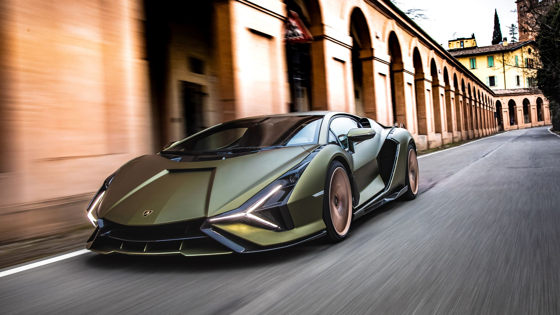 Lamborghini Sián pays homage to the porticoes of Bologna. Following the UNESCO designation, the super sports car from Sant'Agata travels the streets of Bologna's porticoes - Image 4