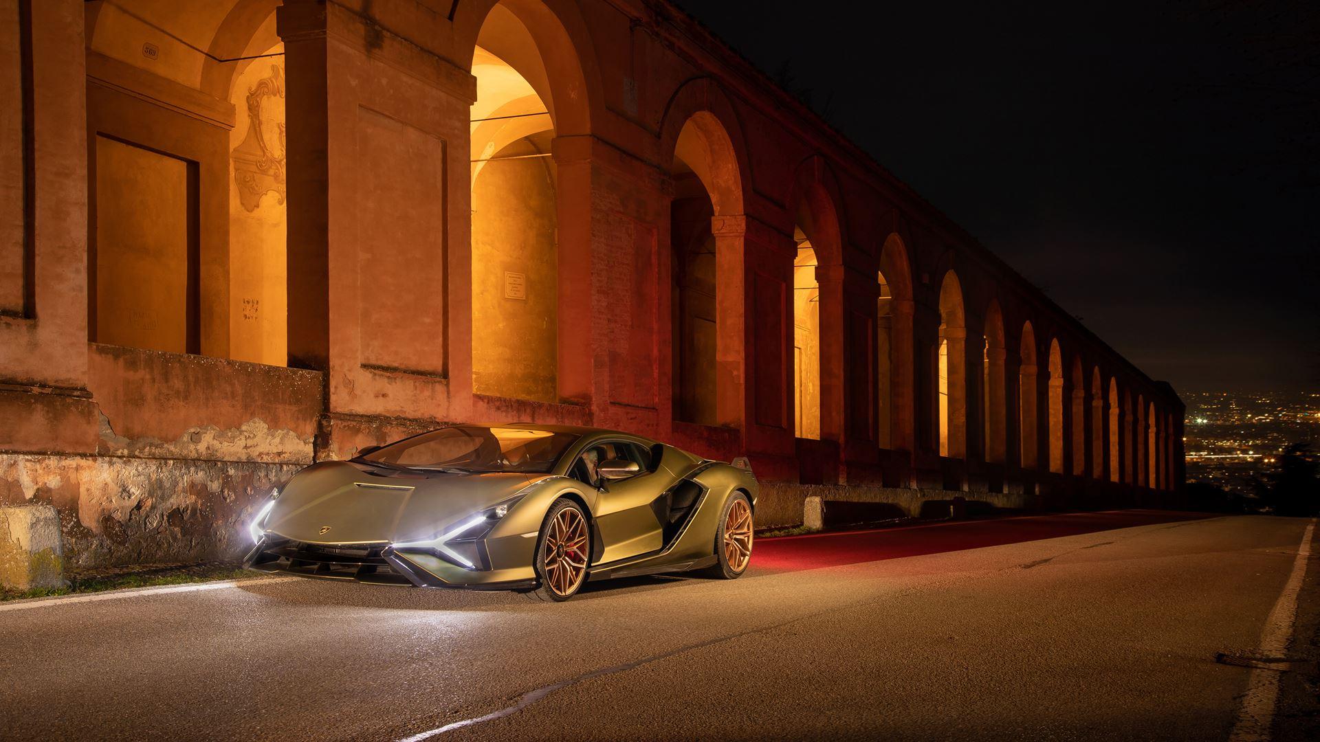 Lamborghini Sián pays homage to the porticoes of Bologna. Following the UNESCO designation, the super sports car from Sant'Agata travels the streets of Bologna's porticoes - Image 5