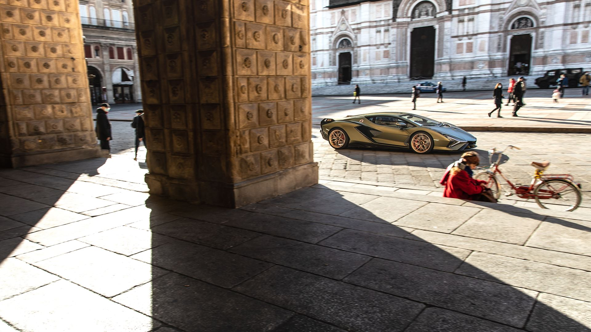 Lamborghini Sián pays homage to the porticoes of Bologna. Following the UNESCO designation, the super sports car from Sant'Agata travels the streets of Bologna's porticoes - Image 6