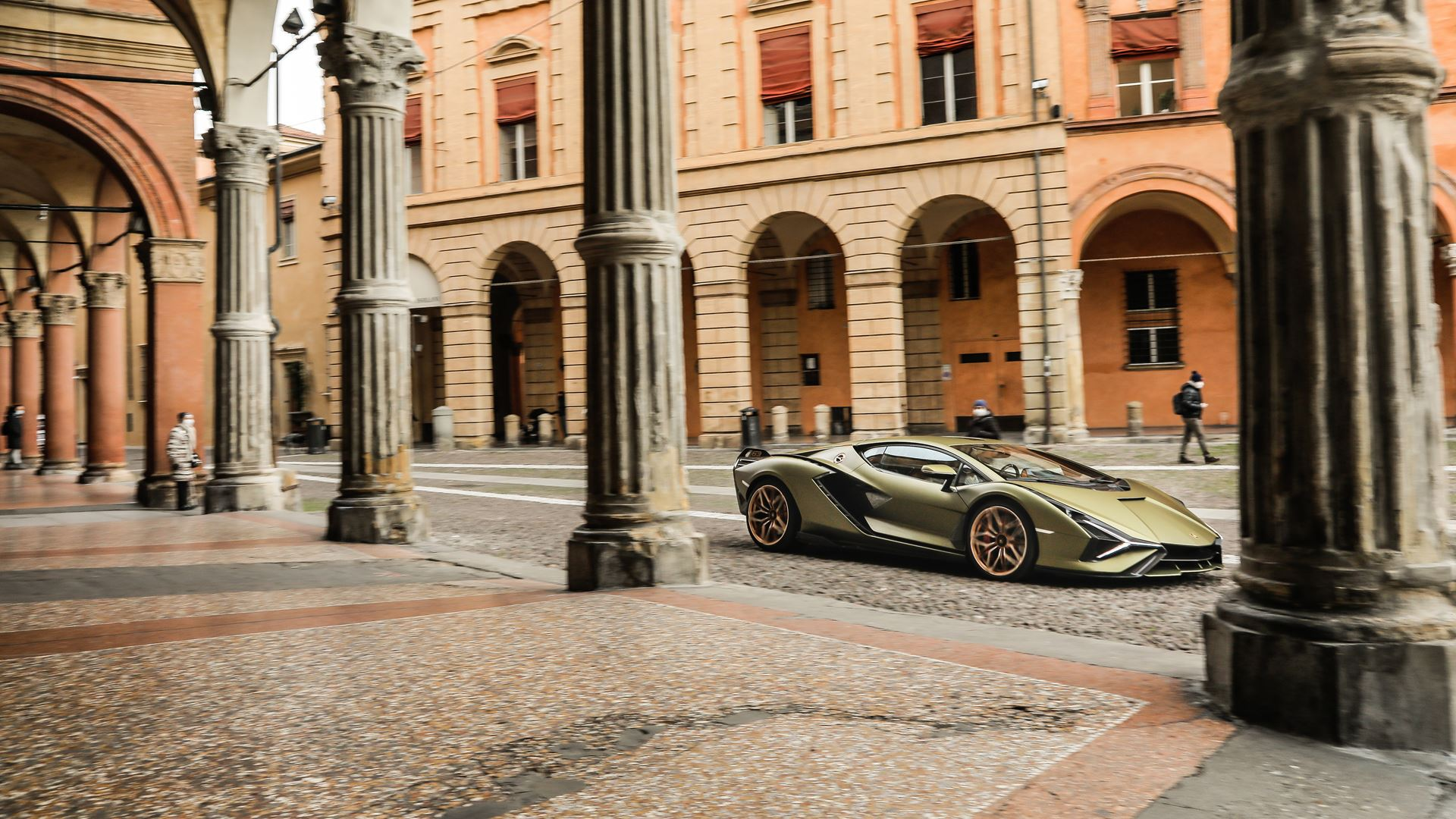Lamborghini Sián pays homage to the porticoes of Bologna. Following the UNESCO designation, the super sports car from Sant'Agata travels the streets of Bologna's porticoes - Image 8