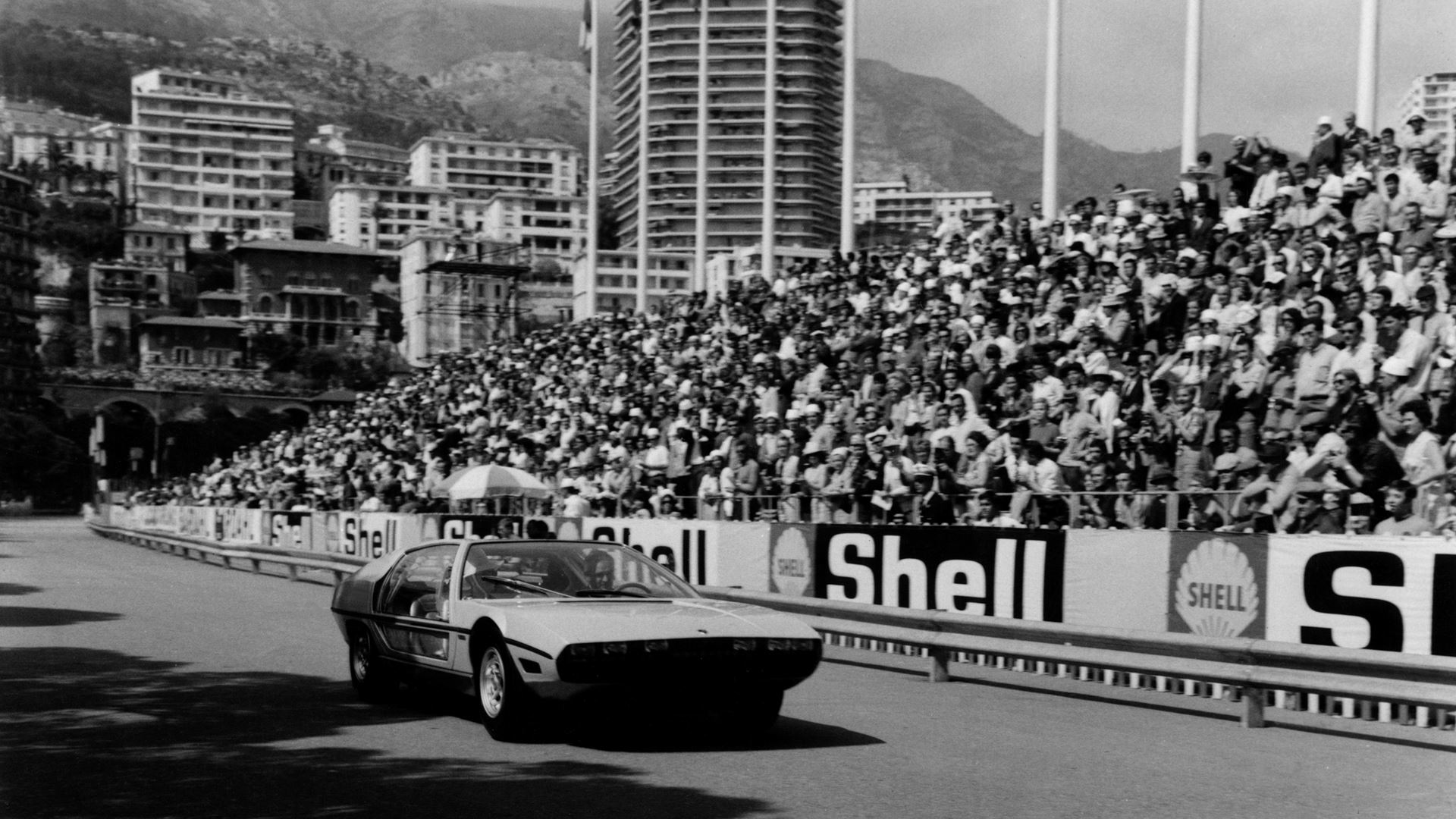 Lamborghini: records from the past that you might not know about. From the lowest Lamborghini to the first Super SUV of all time - Image 3