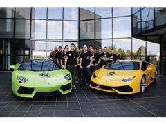 """Lamborghini HuracánLP610-4, la supersportiva """"Hero Car"""" di FORZA HORIZON 2, l'ultimo entusiasmante videogame di Microsoft per XBOX ONE, trasforma in realtà la sfida virtuale con la gara su strada #ForzaFuel."""
