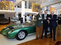 Al Museo Lamborghini inaugurata la Mostra Velocità e Colore per i 50 anni della Miura Stefano Domenicali, Vittorio Sgarbi e il pittore Alfonso Borghi celebrano l'unione tra arte motoristica e figurativa