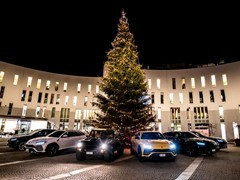 Lamborghini Christmas Drive: a festive trip for the Urus and LM002, visiting the Christmas market at Bruneck and celebrating a successful launch year for the Super SUV