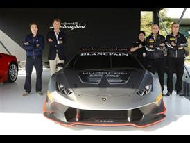 Group photo with the New Huracán LP 620-2 Super Trofeo (Main picture)