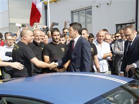 M. Renzi greets some Automobili Lamborghini employees