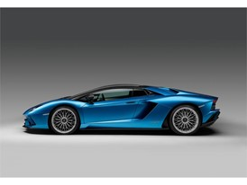 Aventador S Roadster Profile Closed