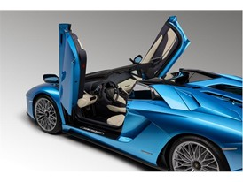 Aventador S Roadster 3-4 Interior Open Doors