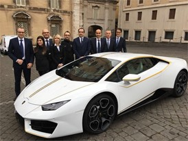 S.Domenicali (left) with a delegation of Lamborghini Management Board and two factory workers