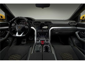 Lamborghini Urus interior 2