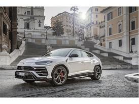 Lamborghini Urus in Rome (2)