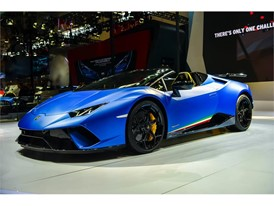 Lamborghini Huracán Performante Spyder and Urus make their Asian debut at 2018 Beijing Auto Show(6)