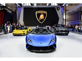 Lamborghini Huracán Performante Spyder and Urus make their Asian debut at 2018 Beijing Auto Show(3)