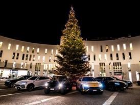 Lamborghini Christmas Drive: viaggio natalizio di Urus e LM002 ai mercatini di Brunico per celebrare i più recenti successi