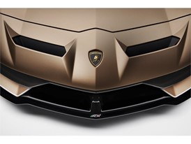 Aventador SVJ Roadster detail - front - top