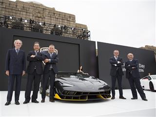"""Automobili Lamborghini celebrates """"Excellence in Carbon Fiber"""" in Tokyo"""