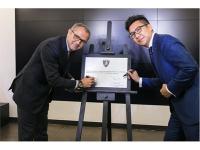 Mr. Stefano S. Domenicali and A. Wong sign the commemoration plaque