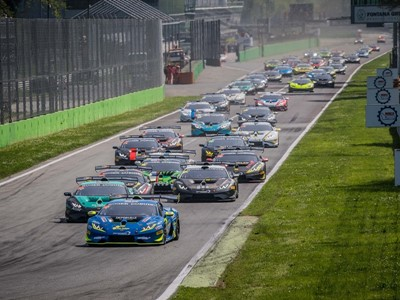 "At Monza Altoè and Van Uitert start the tenth edition of the Lamborghini Super Trofeo Europe with a victory at the ""fotofinish"""