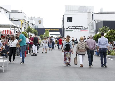 """Grande successo per il """"Lamborghini Family&Friends Day"""": oltre 3.000 a visitare la """"Fabbrica dei Sogni"""""""