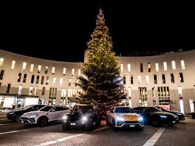 Lamborghini Christmas Drive: a festive trip for the Urus and LM002, visiting the Christmas market at