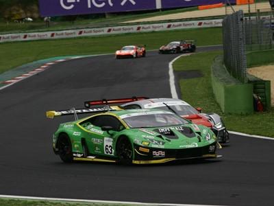 Lamborghini, a Vallelunga vittoria e leadership nel Campionato Italiano Gran Turismo Sprint