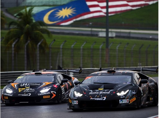 Sepang Race 1 Cars 5 and 33