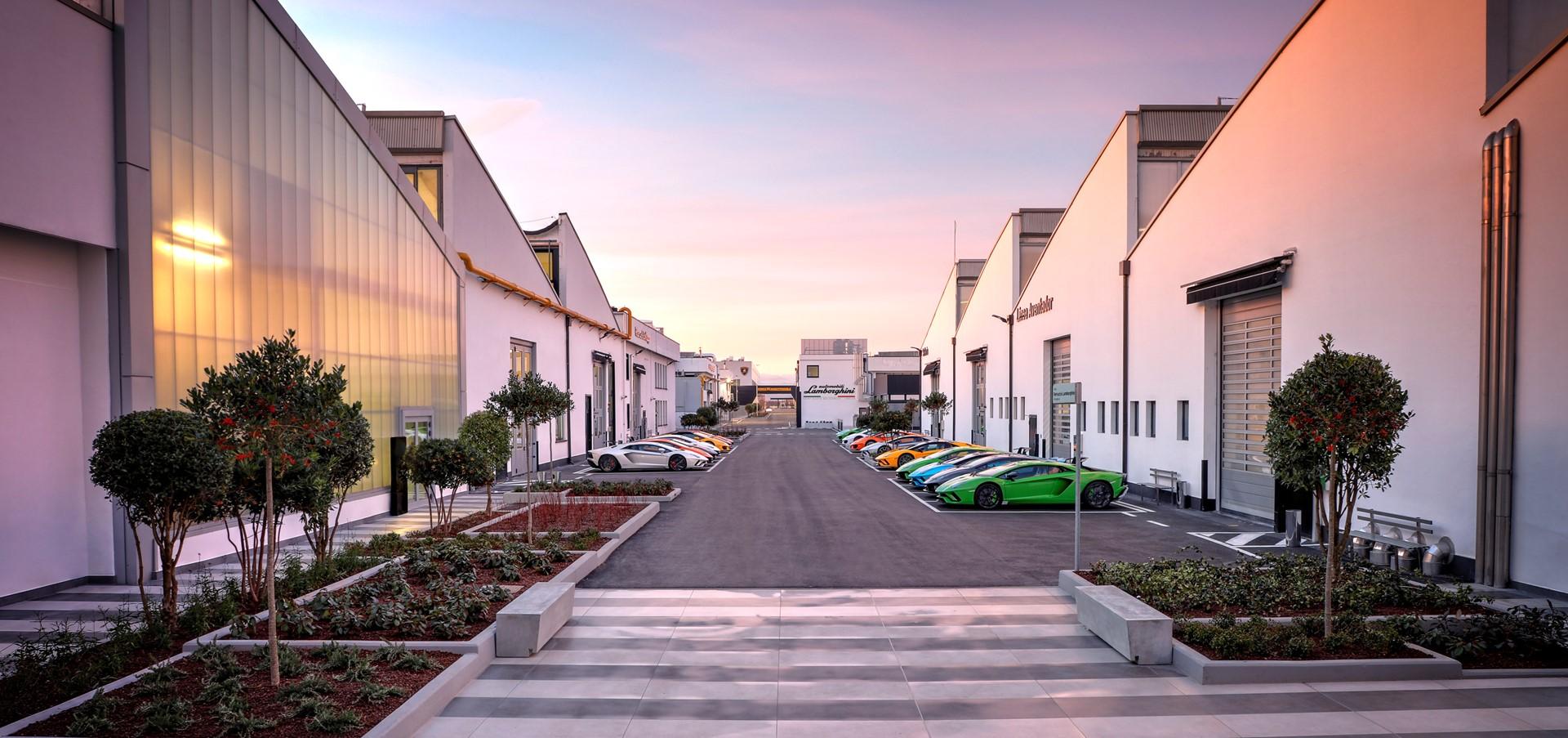 Automobili Lamborghini and The LEGO Group announce new par..