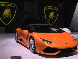 New Lamborghini Huracán LP 610-4 Spyder - Soft Top Opening and Closing