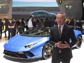Maurizio Reggiani,  Chief Technical Officer, introduces the New Lamborghini Huracán Performante Spyder (Italian)