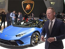 Mitja Borkert, Head of Centro Stile, presents the new Lamborghini Huracán Performante Spyder (German)