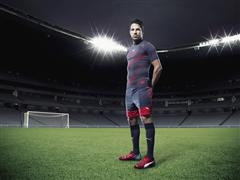 Fàbregas Brings Newly Coloured evoPOWER 1.2 To The Pitch