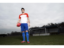 Olivier Giroud in the latest evoSPEED 1 FG colourway